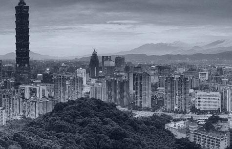 在山上眺望台北市
